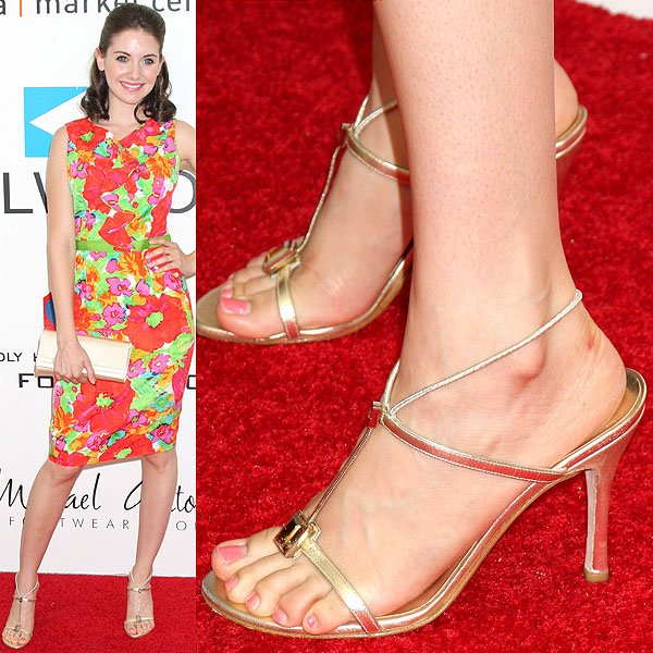 Alison Brie showing off her sexy feet at Fashion for Life 2009