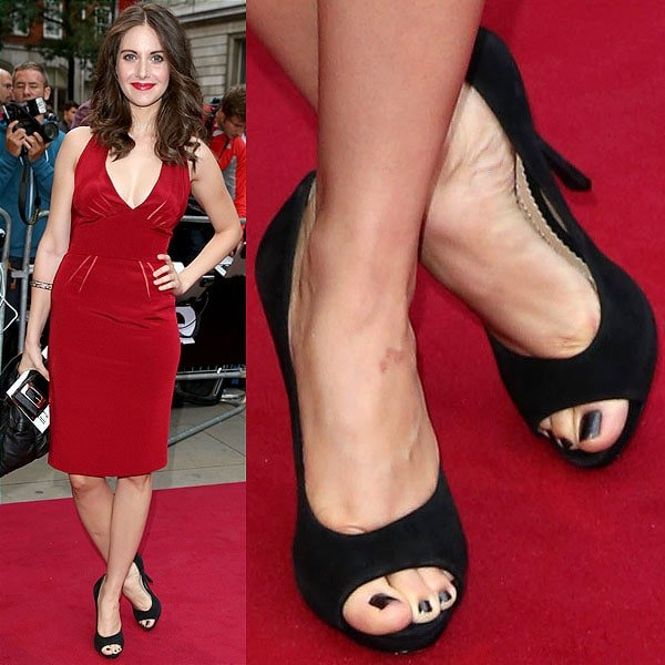 Alison Brie showing off her pedicured toes at the GQ Men of the Year Awards