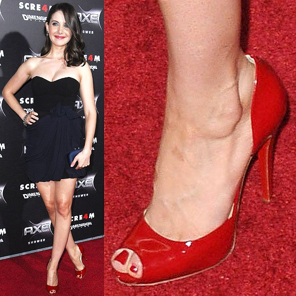 Alison Brie's popular feet at the World Premiere of 'Scream 4'