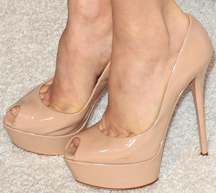 Amy Adams shows off her feet in nude Casadei shoes