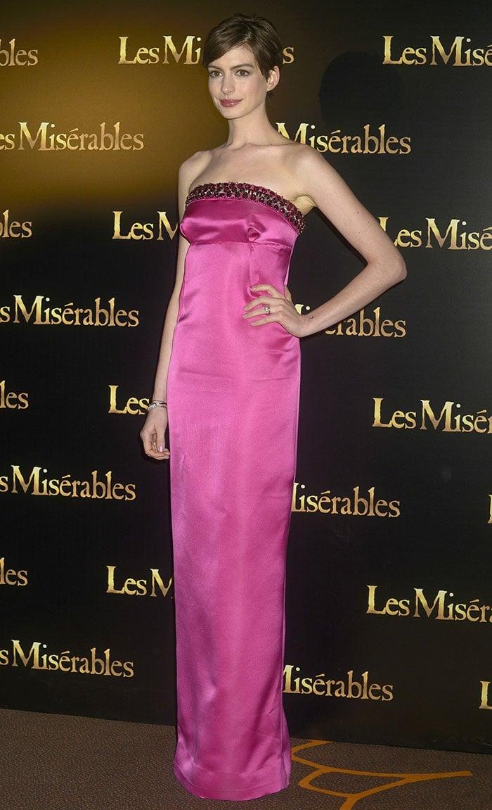 Anne-Hathaway-Paris-Premiere-Les-Miserables