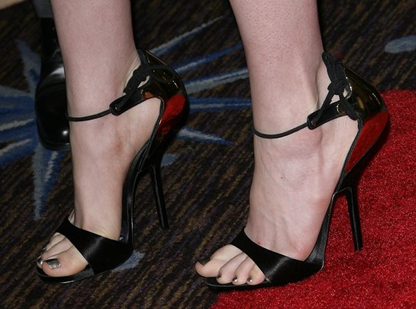 Anne Hathaway in Giuseppe Zanotti at the 85th Academy Awards Nominees Luncheon
