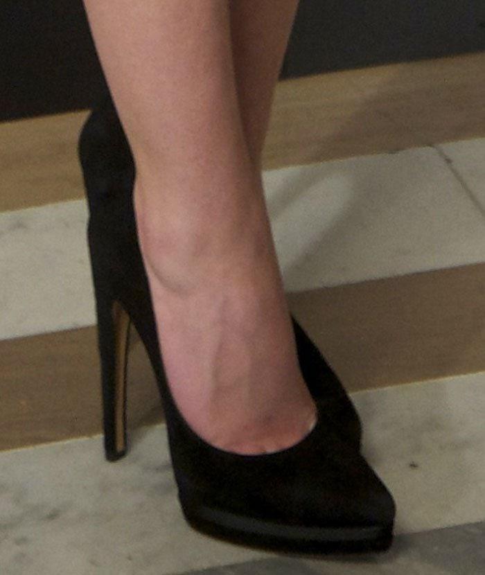 Ashley-Benson-black-pumps