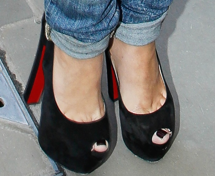 "Frankie Sandford's toe cleavage in Christian Louboutin ""Tartarina"" slingback pumps"