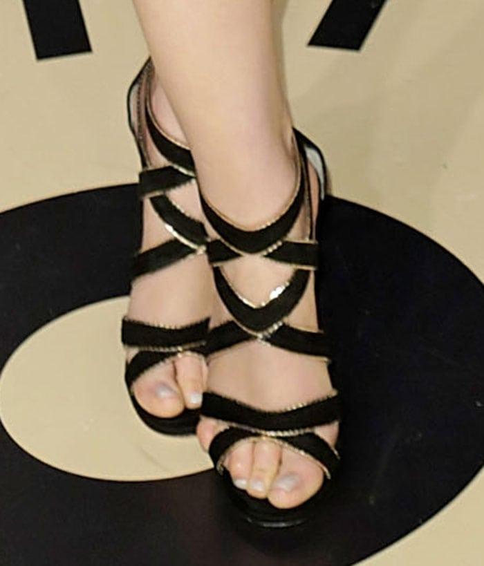 Ginnifer-Goodwin-Jimmy-Choo-black-gold-Sandals
