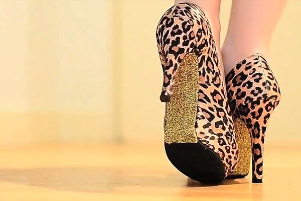 Leopard-print shoes with glitter