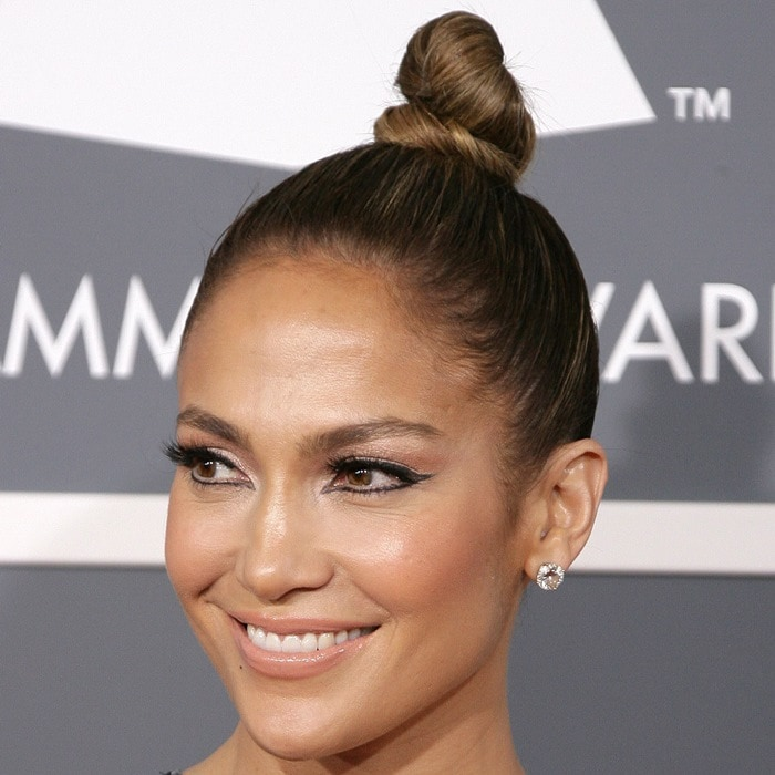 Jennifer Lopez hit the 2013 Grammy Awards in a whopping $5 million worth of Norman Silverman jewelry