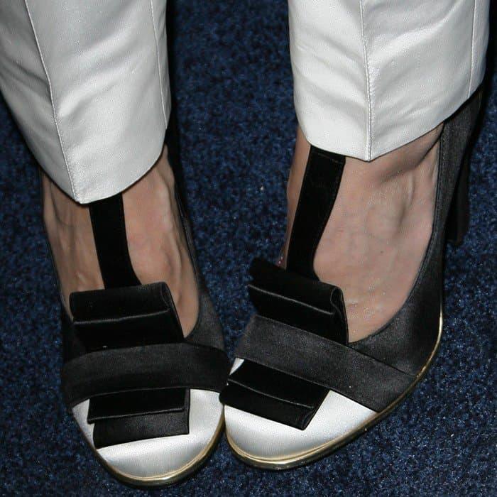 A closer look at Jessica Alba's Tommy Hilfiger pumps