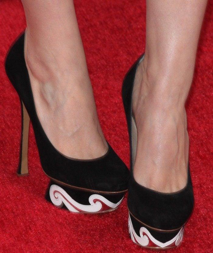 Kate Mara's feet in whimsical Nicholas Kirkwood platforms