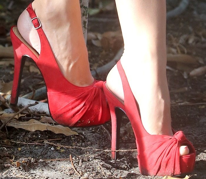 Kelly Brook's hot feet in sexy red shoes