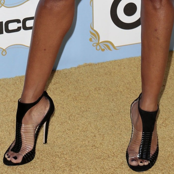 Mara Brock Akil reveals her pretty feet in Jimmy Choo Taste sandals