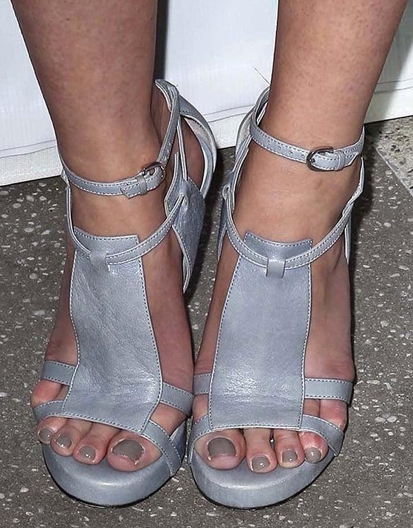Mary Elizabeth Winstead's bare feet inCamilla Skovgaard sandals