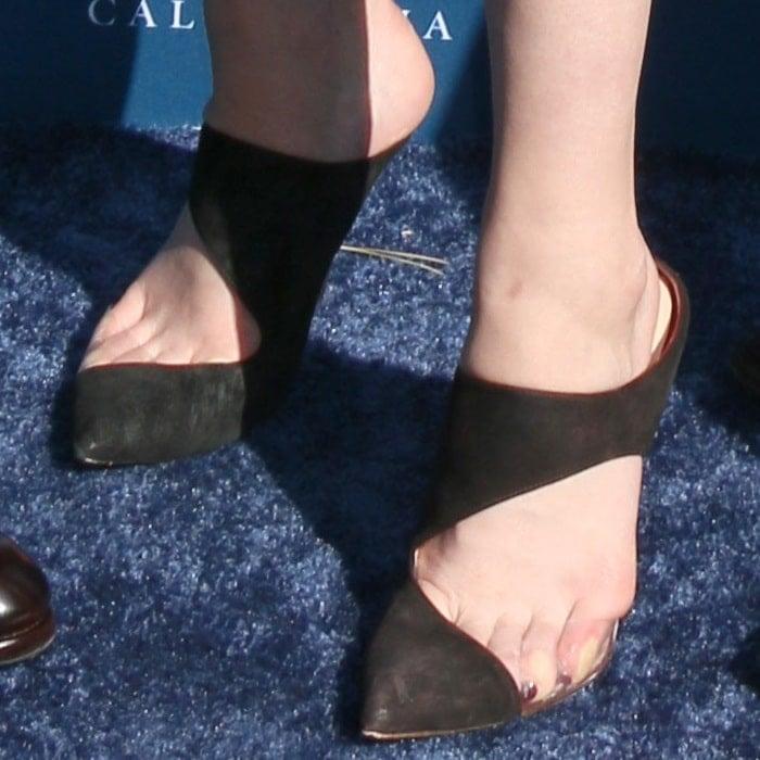 Mary Elizabeth Winstead's sweaty feet incutout pumps by Monique Lhuillier