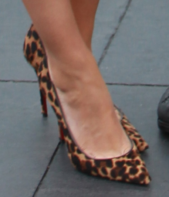 """Mila Kunis' leopard-print """"Décolleté 554"""" pumps"""