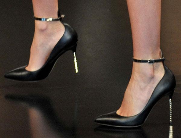 Miranda Kerr in Valentino Resort 2013 Pumps