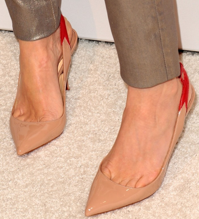 Naomi Watts reveals sexy toe cleavage in nude Christian Louboutin pumps