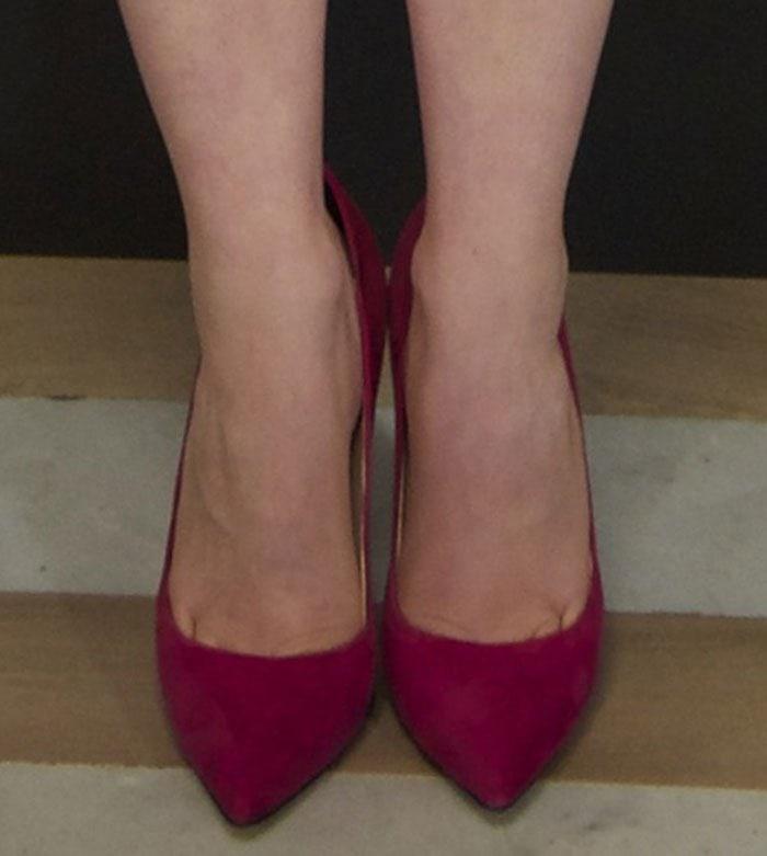 Rachel-Korine-dark-pink-suede-pumps