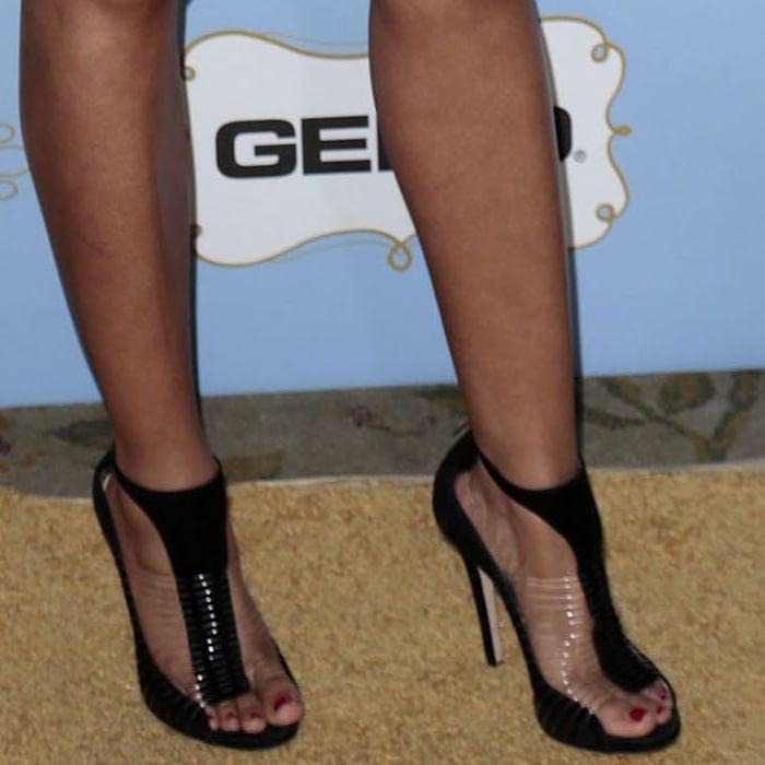 Regina Hall shows off her pretty size 6.5 (US) feet in Jimmy Choo high heels