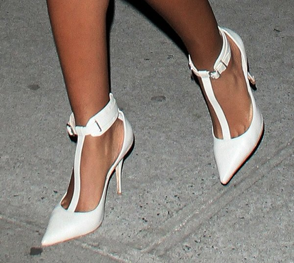 Solange Knowles' hot feet in Elizabeth and James Saucy pumps