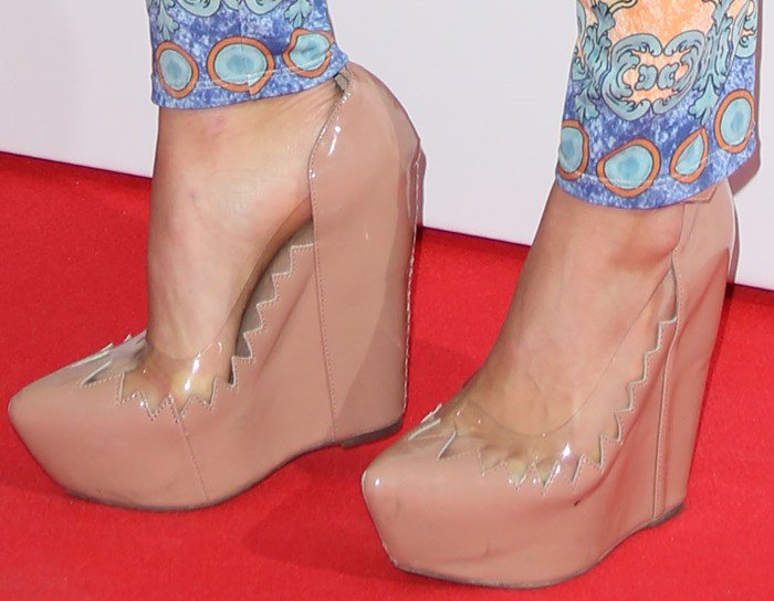 Suki Waterhouse shows off her feet in Jeffrey Campbell wedges
