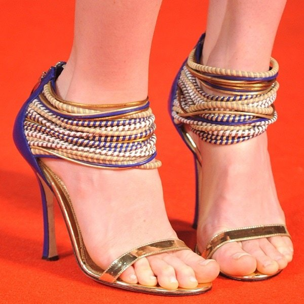 Alice Eve shows off her pretty feet in strappy metallic sandals