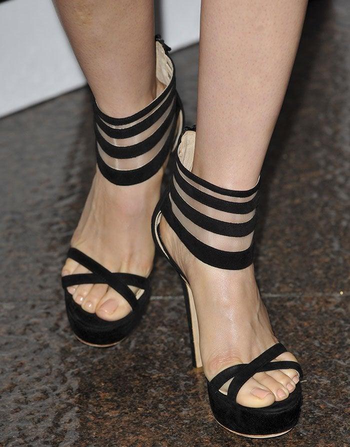 Alison-Brie-mesh-striped-ankle-cuff-sandals