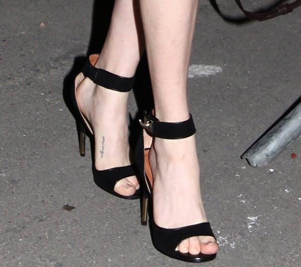 Amanda Seyfried's hot feet in Givenchy heels