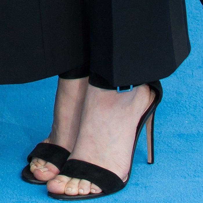 Amanda Seyfried's pretty feet and toes