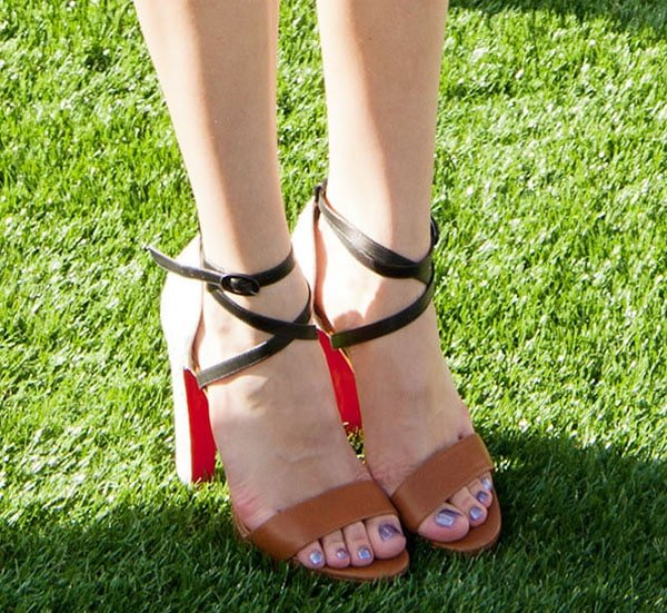Bella Thorne's lovely feet in Christian Louboutin heels