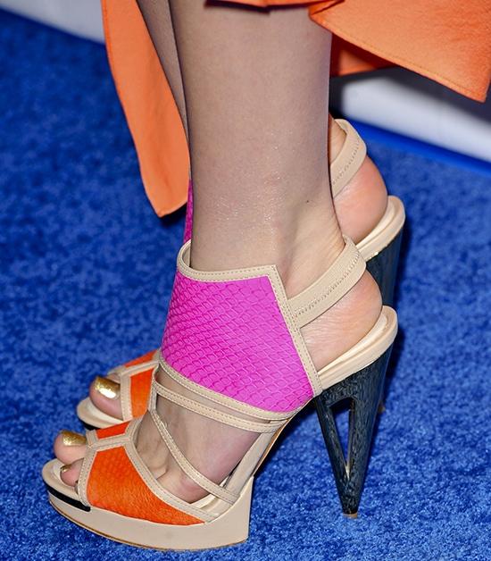 Bella Thorne shows off her pretty feet in high heels