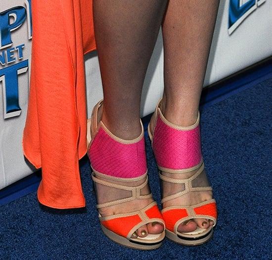Bella Thorne displays her hot feet on the blue carpet