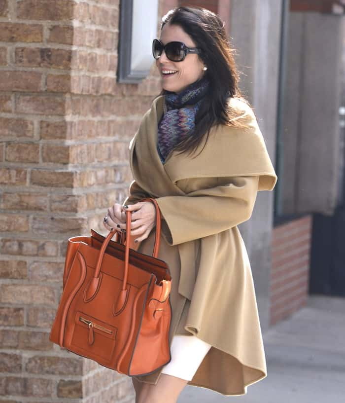 Bethenny topped her look off with a pair of sunnies and loose wavy hair