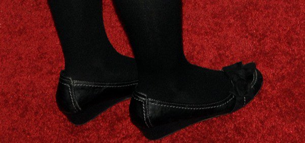 Joey King rocked black flats on the red carpet