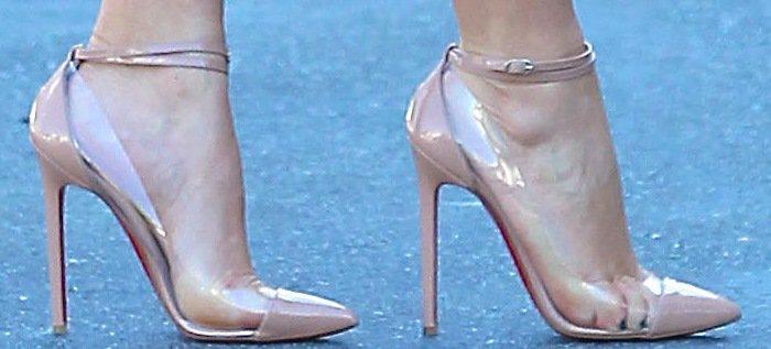"""Kim Kardashian's feet in Christian Louboutin """"Un Bout"""" pumps"""