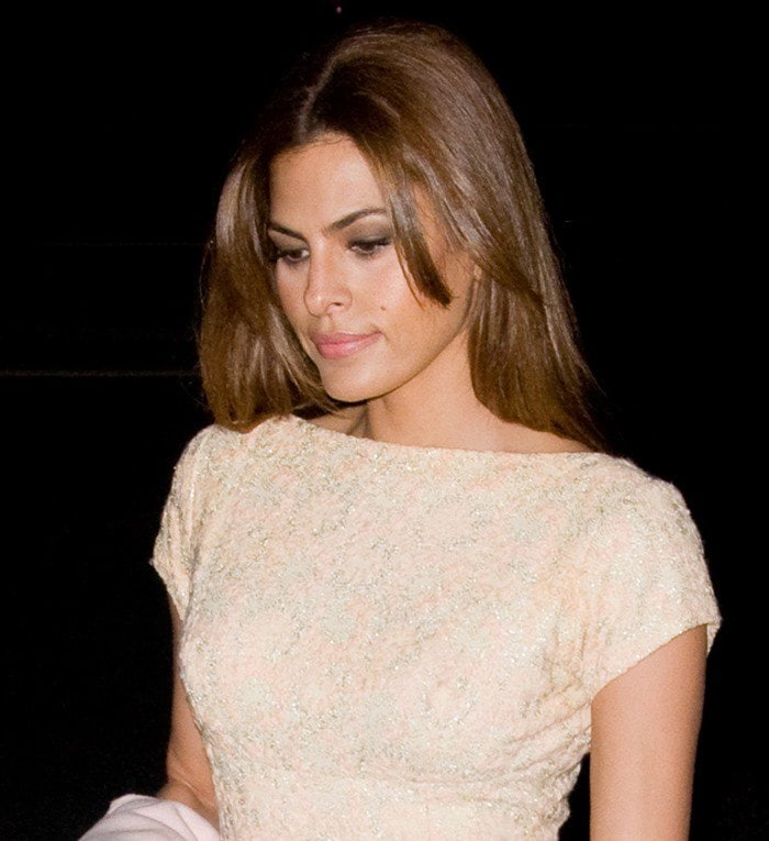 Eva Mendes looked fresh and sexy in a form-fitting dress