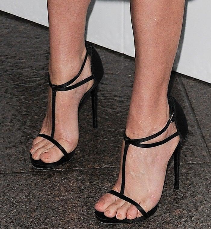 Jennifer-Westfeldt-strappy-sandals
