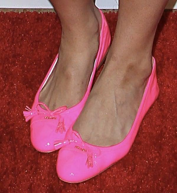 Jordin Sparks wearing neon pink flats