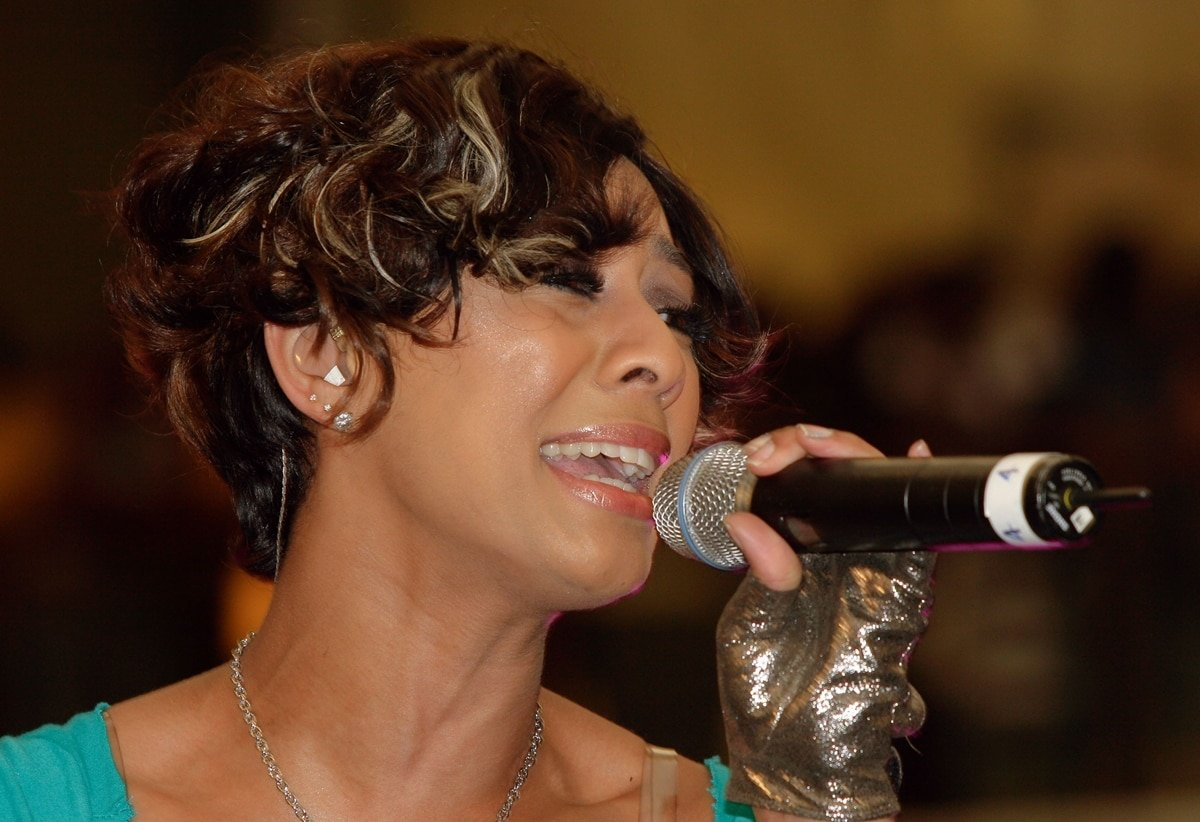 """Singer Keri Hilson was accused of shading Beyonce's song 2006 """"Irreplaceable"""" on a remix of her 2009 song """"Turnin' Me On"""""""