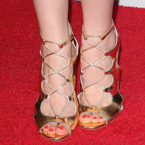 Hot Feet Bridgit Mendler Laura Marano Amp Dove Cameron In