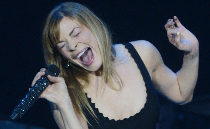 LeAnn Rimes wears her hair down as she performs at the 2013 C2C: Country to Country Festival
