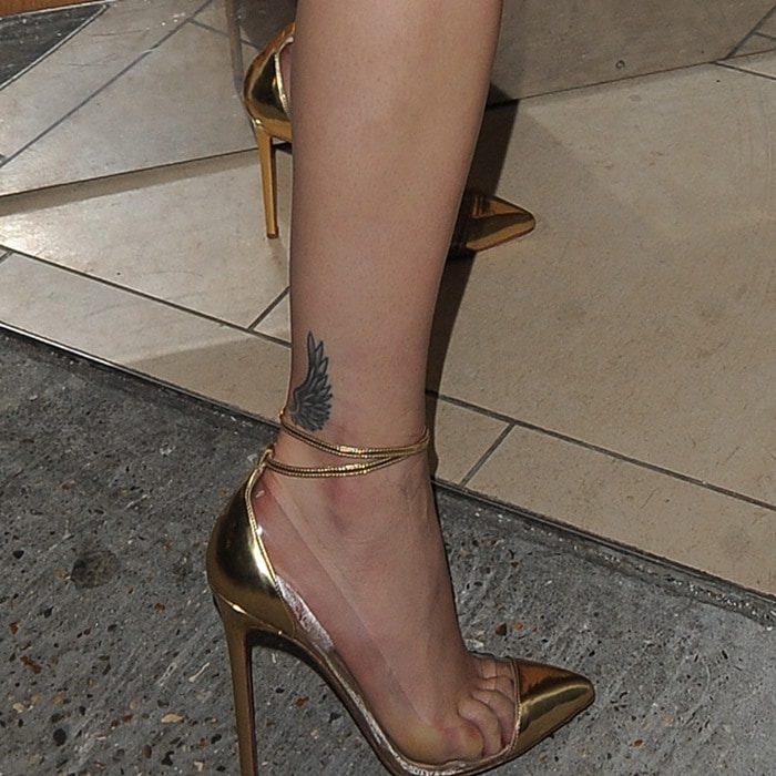 "Rita Ora's toe cleavage in Christian Louboutin ""Un Bout"" pumps"