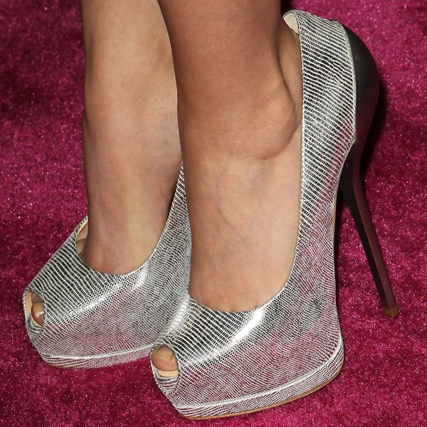 Sarah Hyland's toe cleavage in Giuseppe Zanotti metal-heeled pumps
