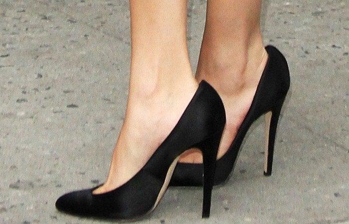Selena Gomez's feet inpretty Brian Atwood pumps