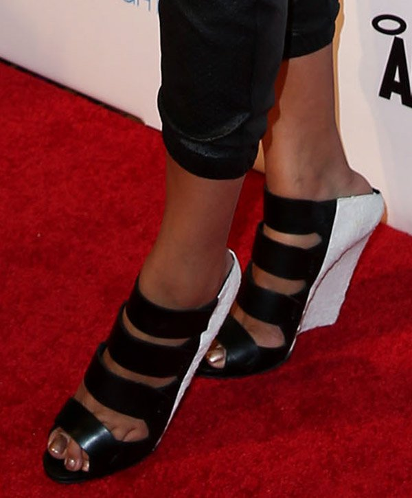 Keri Hilson's feet in black-and-white Narciso Rodriquez booties