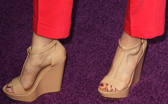 Wendi McLendon-Covey in nude t-strap wedges