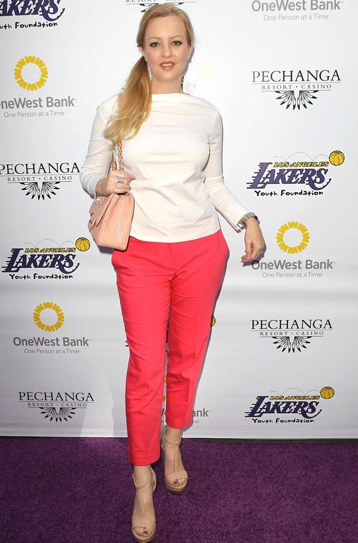 Wendi McLendon-Covey attends the Lakers Casino Night fundraiser