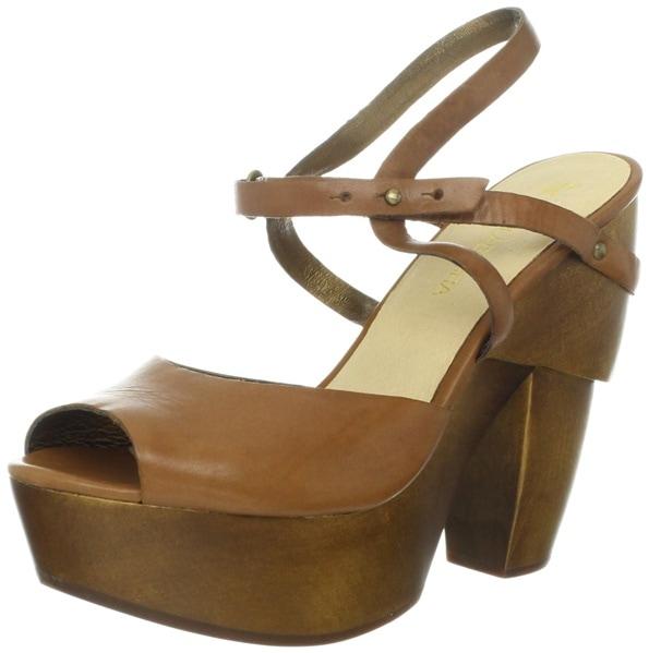 koolaburra clogs worn by Vanessa Hudgens