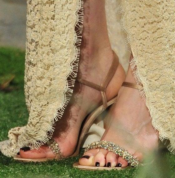 Rachel Weisz's sexy toes in Deon sandals