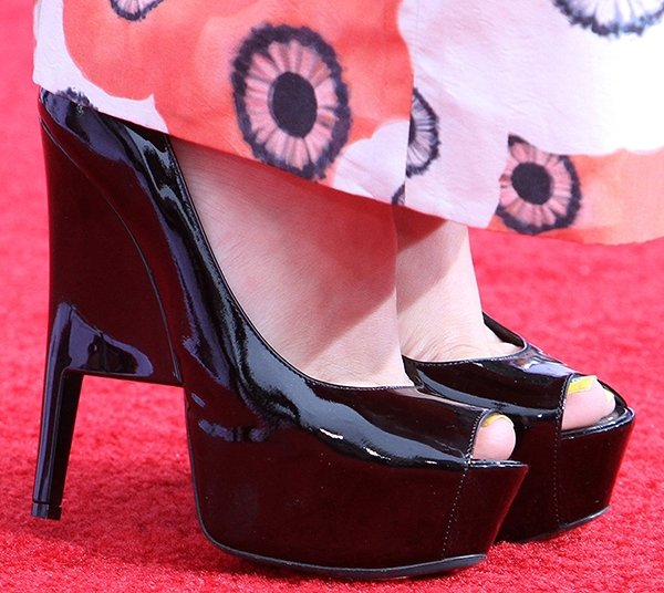 Bella Thorne shows off her feet in Ruthie Davis shoes