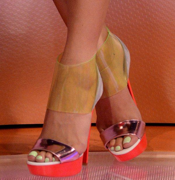 Cassie showed off her feet in Dufoura booties